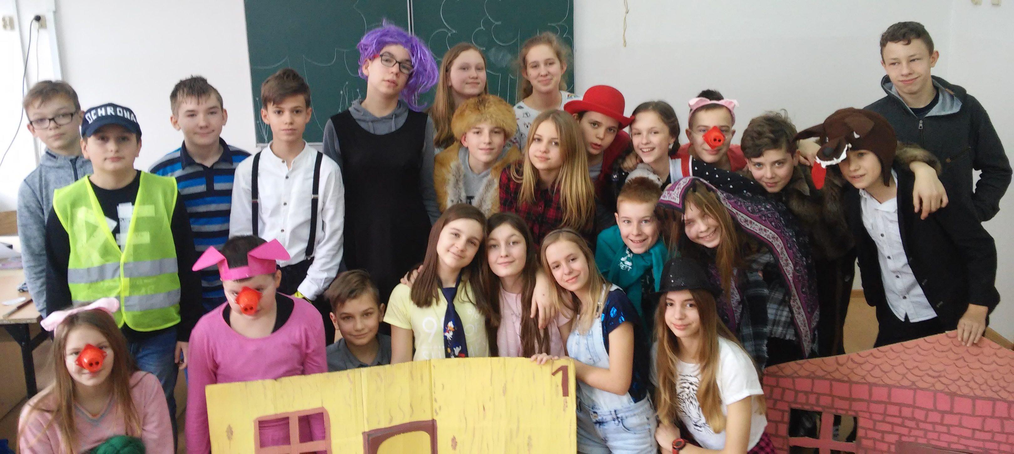 To była ciekawa lekcja języka polskiego. Bawimy się w teatr.