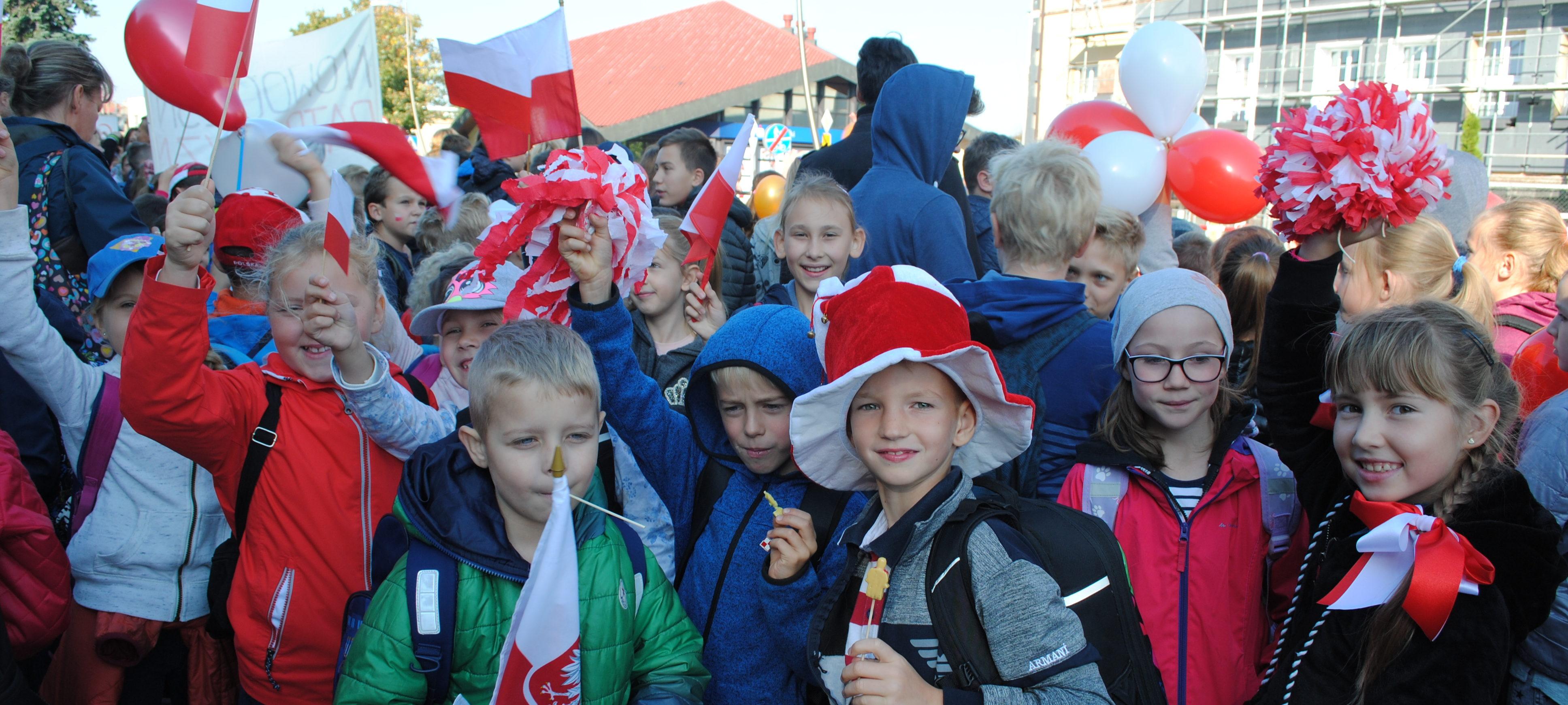 """Nasi uczniowie na marszu """"Nowoczesny patriotyzm"""" w piątek 29 września 2017r."""