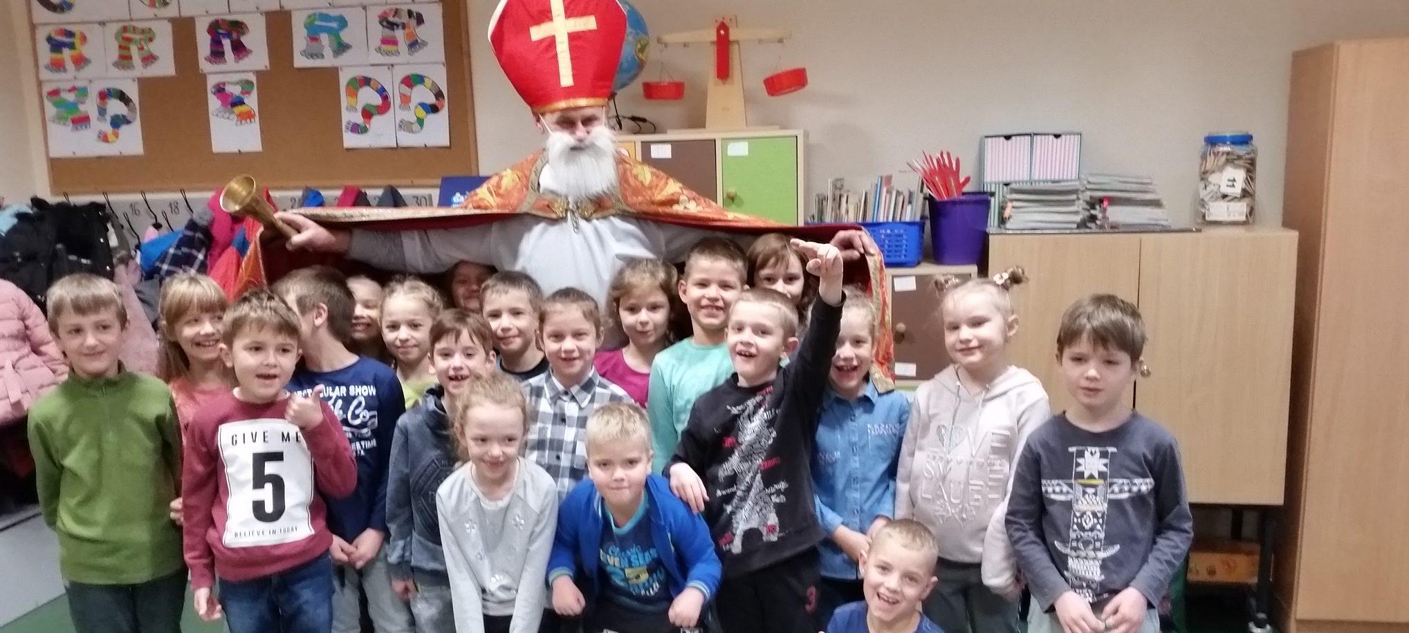 Św. Mikołaj z pomocnikami odwiedził uczniów opalenickiej Szkoły Podstawowej