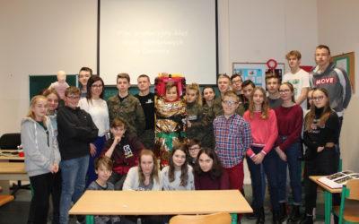Mundurówka z LO w Opalenicy szkoliła uczniów opalenickiej podstawówki