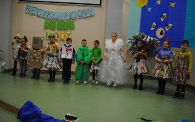 """W czwartek 21 marca br. obchodziliśmy w naszej szkole przy ul. Poznańskiej  i Farnej """"Recyklingowy Dzień Wiosny"""""""