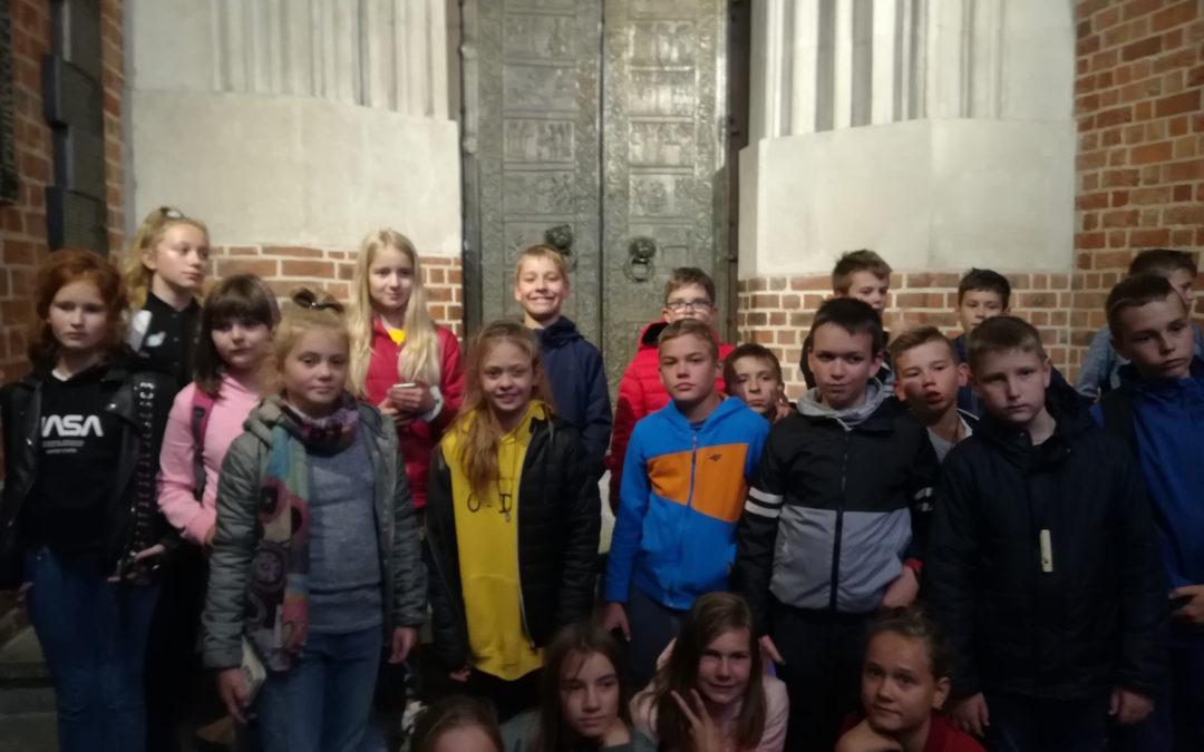 Klasa 6d na XXV Festynie Archeologicznym w Biskupinie oraz z wizytą w Gnieźnie