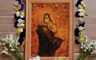 """,,W maju Lud Boży poczuwa się do wyrażania w szczególny sposób nabożeństwa do Maryi, której macierzyńska obecność jest wsparciem dla chrześcijan i dla całego świata""""."""