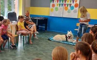 Spotkanie z psem terapeutą w świetlicy szkolnej przy ul. Farnej